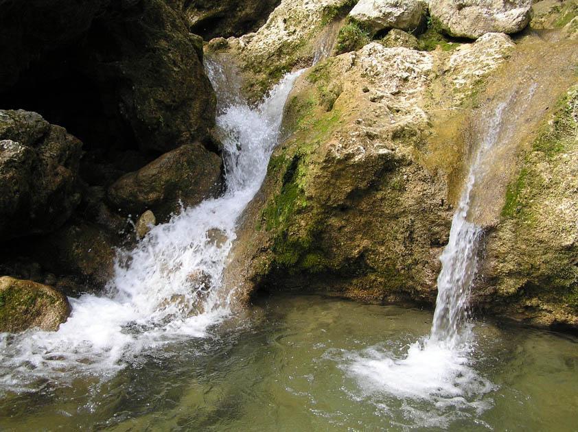 Водопад живой и мертвой воды