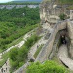 По следам Крымского ханства и не только: экскурсия по пещерному городу Чуфут-Кале