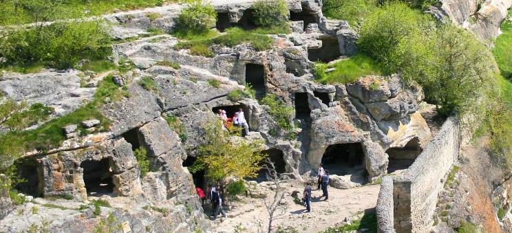 Чуфут-Кале, пещерный город