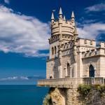 Известнейшее место Крыма - Ласточкино Гнездо., и слетать сюда можно по субсидии.